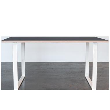 Spisebord med linoleums bordplade og hvide u-shaped bordben